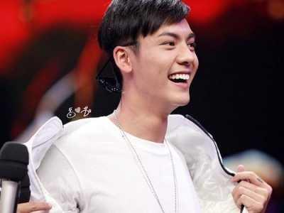 陈伟霆撩粉丝 我被陈伟霆和他粉丝之间的互相宠溺撩到了