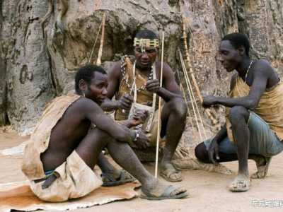 原始部落女人 世界上的原始部落存在著這樣的生活方式