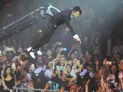 林峰演唱会 演唱会吊臂重现舞台