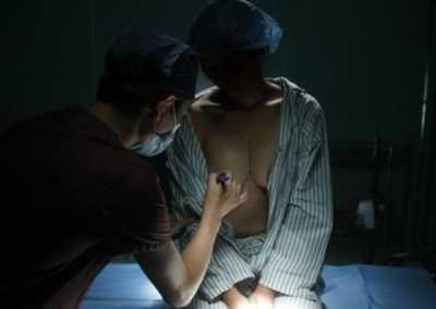 女人光身子的?#35745;?美女丰满胸部被看光光