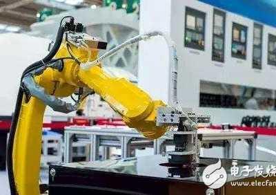 富士康夜生活 富士康早已布署机器人